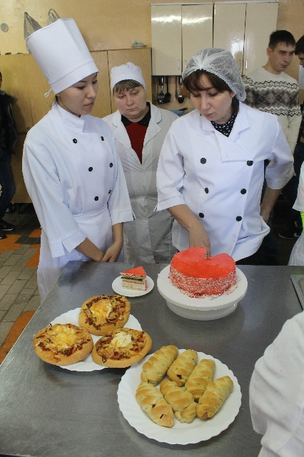 Приготовления фруктовых тортов и пирожных обезжиренных